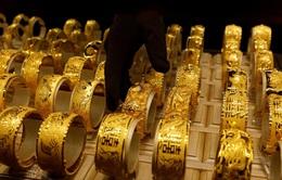 Lo ngại về kinh tế thế giới giúp giá vàng duy trì đà tăng