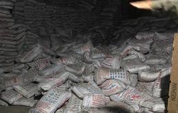Hàng trăm bao hàng đổ sập, đè chết 2 công nhân