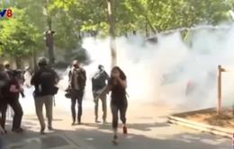Cảnh sát Pháp giải tán biểu tình tại Paris