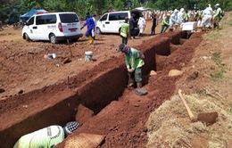 Indonesia phạt người không đeo khẩu trang phải đi... đào mộ
