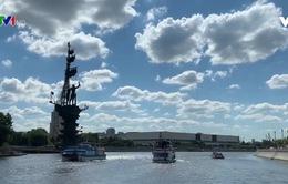 """Đội tàu đặc nhiệm """"săn rác"""" trên sông Moscow"""