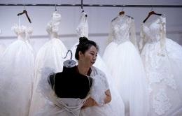 """Thủ phủ váy cưới """"ế ẩm"""" vì COVID-19"""
