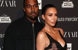 Kanye West lại bày trò, Kim Kardashian vẫn một mực ở bên chồng