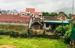 Lốc xoáy khiến hàng chục nhà dân ở Hà Tĩnh bị tốc mái, hư hỏng