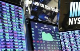 Chứng khoán toàn cầu chịu nhiều tác động tiêu cực