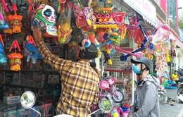 Thị trường đồ chơi Trung thu đìu hiu, tiểu thương không dám nhập nhiều hàng