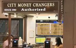 Các đại lý thu đổi ngoại tệ tại Singapore đứng trước viễn cảnh sập tiệm