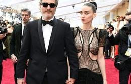 """""""Joker"""" Joaquin Phoenix đặt tên con đầu lòng theo người anh trai quá cố"""