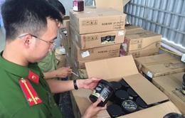 """Phát hiện kho hàng 10 tấn nguyên liệu trà sữa """"bẩn"""" ở Hà Nội"""