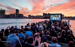 Trải nghiệm rạp chiếu phim trên thuyền tại Anh