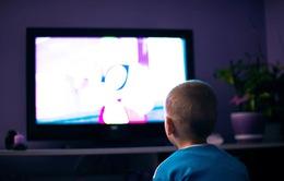 Trẻ em tiếp xúc với TV và máy tính quá nhiều có thể giảm kết quả học tập