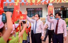 Bộ trưởng Phùng Xuân Nhạ nhắn nhủ học sinh giữ gìn sức khỏe, chăm ngoan, học giỏi