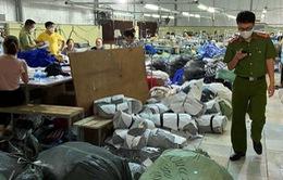 Triệt phá vụ sản xuất hàng chục ngàn áo phông giả các thương hiệu nổi tiếng