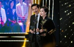 """Hồng Diễm, Phương Oanh hết lời khen ngợi """"mẹ chồng"""" Lan Hương tại Lễ trao giải VTV Awards"""