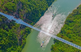 Ra mắt cây cầu thủy tinh phá kỷ lục thế giới mới