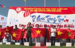 Bộ chỉ huy quân sự tỉnh Thừa Thiên - Huế tặng cờ tổ quốc cho ngư dân