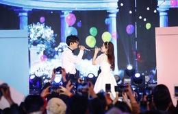 """Dương Hoàng Yến diện váy cưới tay trong tay cùng Bùi Anh Tuấn trong """"Vũ khúc ánh sáng - Countdown 2021"""""""