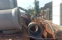 Nam công nhân tử vong do bị ống cống xi măng rơi trúng khi đang thi công làm đường
