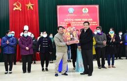 Bộ NN&PTNT trao quà Tết cho các gia đình khó khăn tại Thừa Thiên – Huế