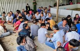 """Hơn 150 người bị bắt, thu giữ hàng tỷ đồng trong sới bạc """"khủng"""" ở kho gạo bỏ hoang"""