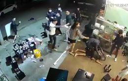 Nhóm thanh niên hiếu chiến, đánh đập dã man một người trong quán nhậu