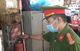 Kiểm tra đột xuất phòng chống cháy nổ tại chợ Bến Thành