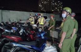 """TP Hồ Chí Minh vây bắt nhóm """"quái xế"""" trên đường phố"""