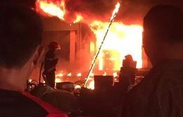 Cháy lớn tại chợ đầu mối Đông Tảo