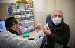 Israel: Tiêm vaccine giúp giảm một nửa số ca mắc COVID-19 ở độ tuổi trên 60