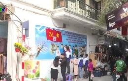 Người dân tham gia làm đẹp đường phố chào mừng Đại hội Đảng lần thứ XIII