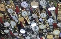 Ngang nhiên bày bán đồng hồ đeo tay giả mạo thương hiệu nổi tiếng