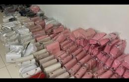 Tạm giữ hơn 600 túi xách không rõ nguồn gốc xuất xứ