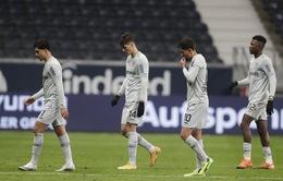 Leverkusen mất điểm đáng tiếc, Schalke 04 chìm sâu thất vọng