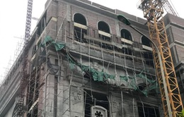 Sập giàn giáo công trình trung tâm thương mại, ít nhất 5 người nhập viện