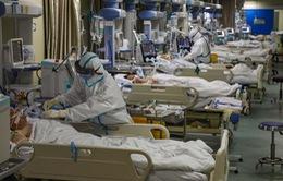 """Anh: Bệnh viện quá tải, bệnh nhân ung thư phải """"nhường"""" giường cho bệnh nhân COVID-19"""
