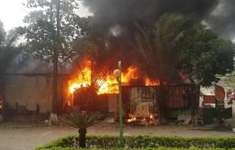 Cháy bãi gửi xe cạnh chung cư trong Khu đô thị Xa La