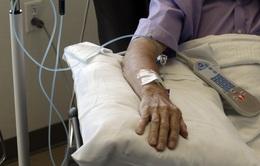 """Anh đối mặt """"thảm họa"""" ung thư trong đại dịch COVID-19"""