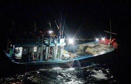 Cứu nạn thành công tàu cá trên vùng biển Hoàng Sa