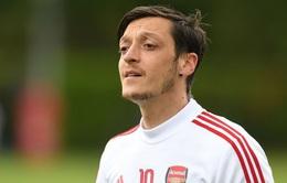 Arsenal sẽ cần hơn 7 triệu bảng để tiễn Mesut Ozil