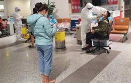Xét nghiệm COVID-19 cho 10.000 nhân viên sân bay Nội Bài