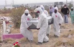 Số ca tử vong do COVID-19 gia tăng, nghĩa trang Mexico quá tải
