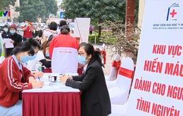Thiếu máu trầm trọng - các y bác sỹ tình nguyện hiến máu