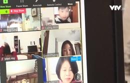 Các trường tại Hà Nội bắt đầu dạy học trực tuyến