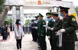 Tiếp nhận 25 công dân Việt Nam do Trung Quốc trao trả