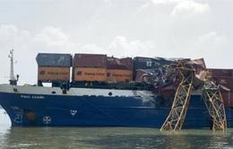 Tàu hàng hơn 8.000 tấn đâm gãy cần cẩu thi công cầu Phước Khánh