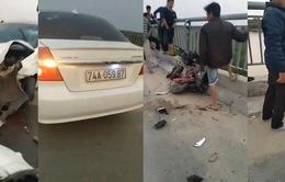 Ô tô đâm xe máy điện trên cầu, học sinh rơi xuống sông tử vong