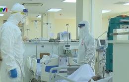 Những y bác sĩ tận tâm bám trụ nơi tuyến đầu chống dịch