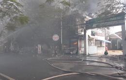 Cháy lớn thiêu rụi quán bar, karaoke rộng hàng trăm m2 ở Hải Phòng