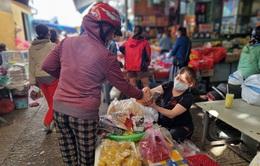 Chợ Tết ông Công ông Táo lặng lẽ mùa COVID-19