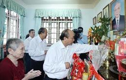 Thủ tướng Nguyễn Xuân Phúc dâng hương tưởng nhớ các nguyên lãnh đạo đã từ trần